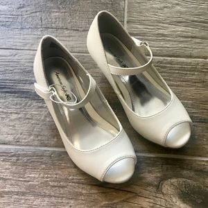 New without tags- little girl shoe 11.5